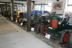 Vnitřní-expozice-traktorů